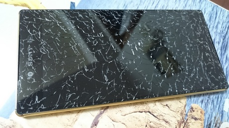 Xperia Display Crack1.jpg